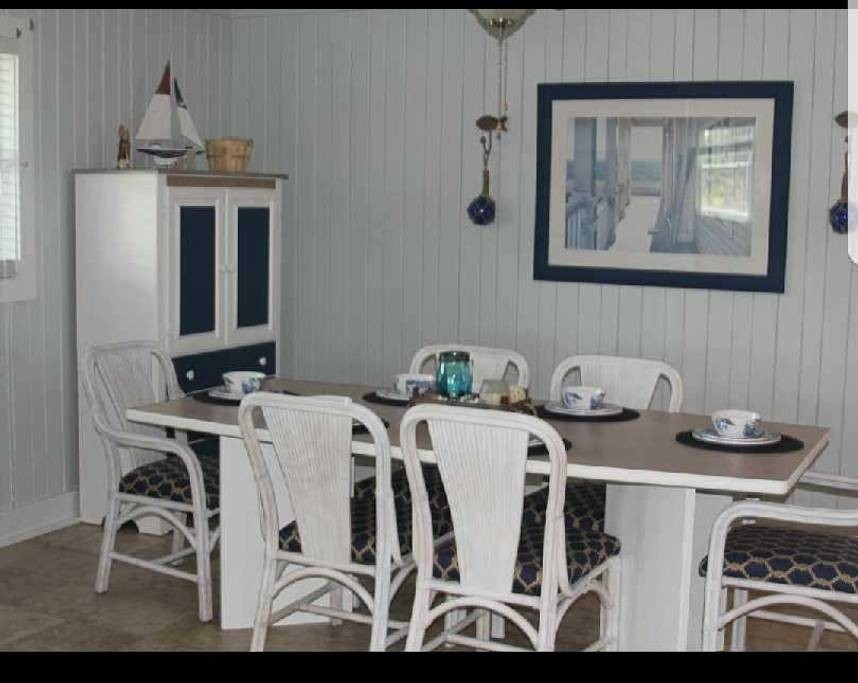 Dining Room / Wanchese Marina