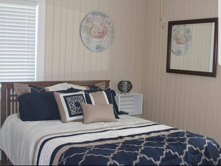 Queen Size Bedroom / Wanchese Marina Rental Home
